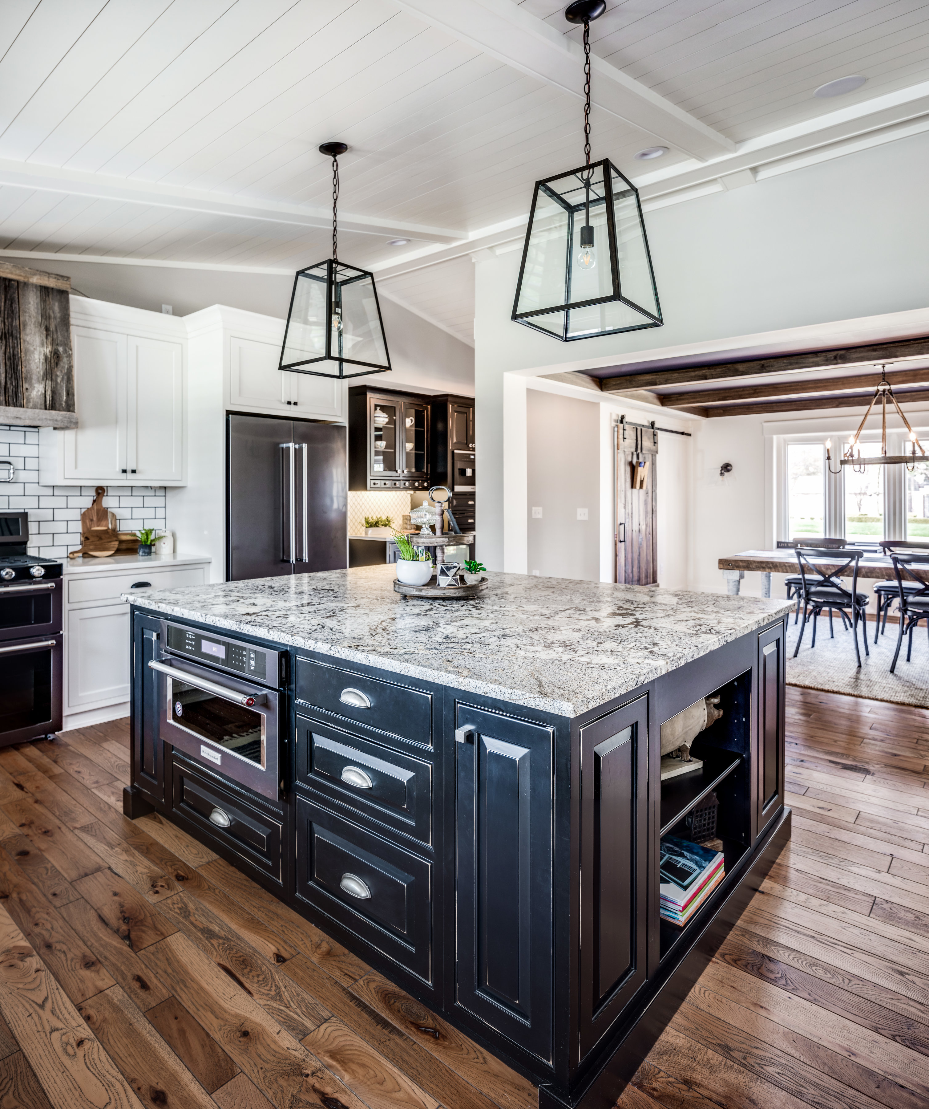 Utilizing Mouser Custom Cabinetry, Homeowner Amy (who Has An Incredible Eye  For Design Herself!) And E.W. Dream Team Designer Monica McGuigan First  Selected ...